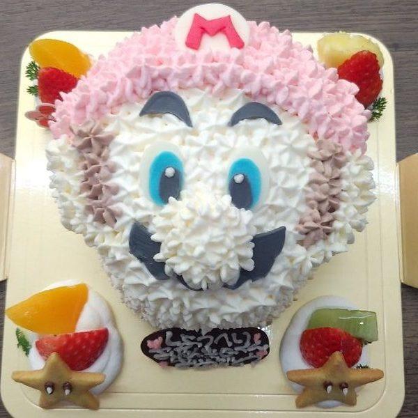 大人気ゲームのキャラクターケーキ